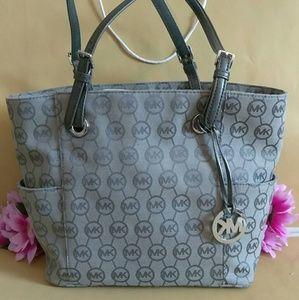 Authentic Michael kors tote shoppers bag